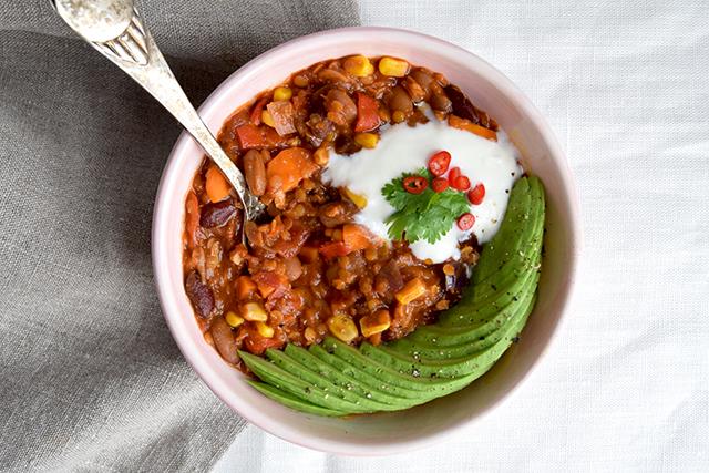 856796a238b8 Chili sin carne – vegetarisk chiligryde med linser og bønner ...